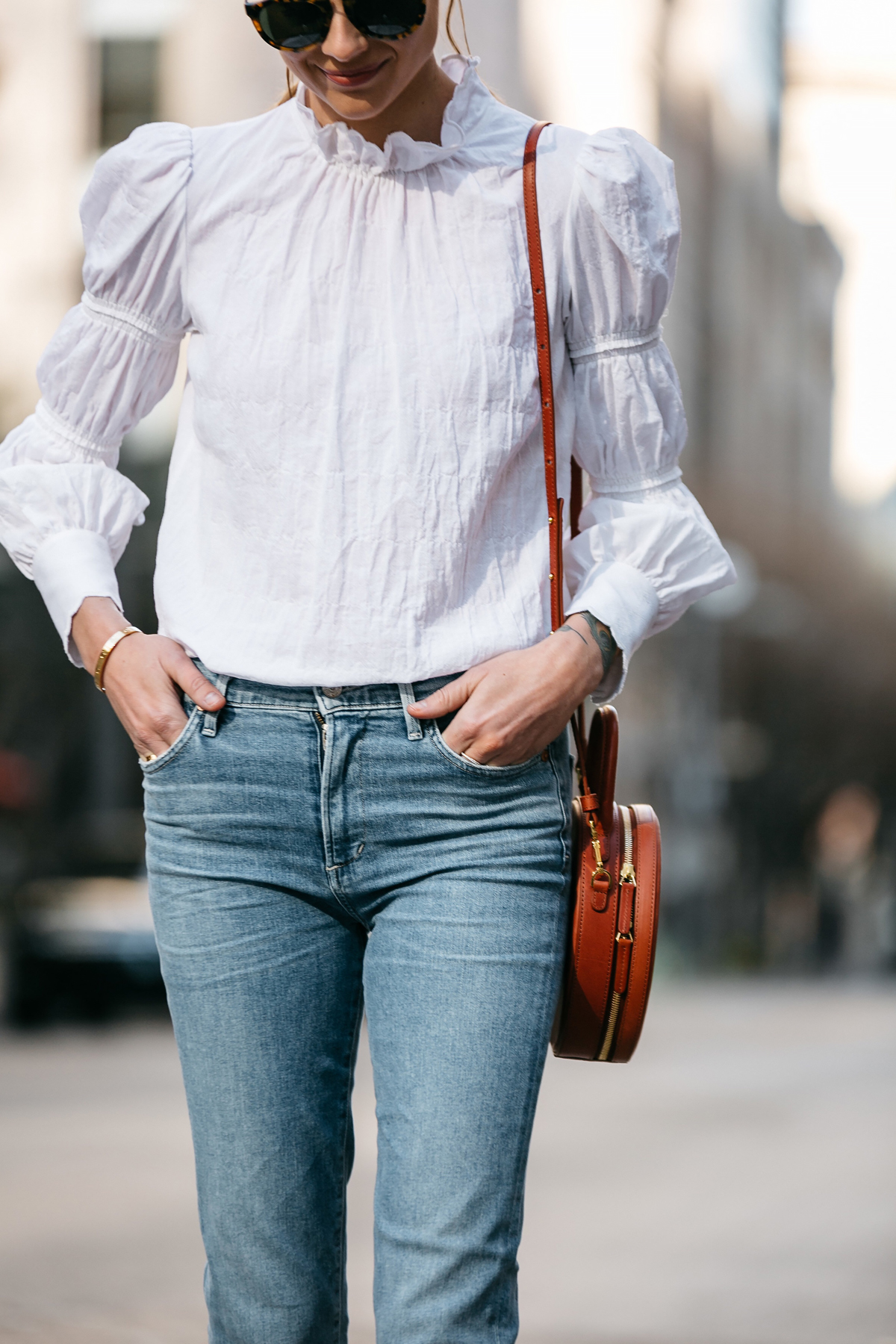 Woman Wearing Rebecca Taylor White Ruffle Top Denim Jeans Mansur Gavriel Circle Bag Fashion Jackson Dallas Blogger Fashion Blogger Street Style