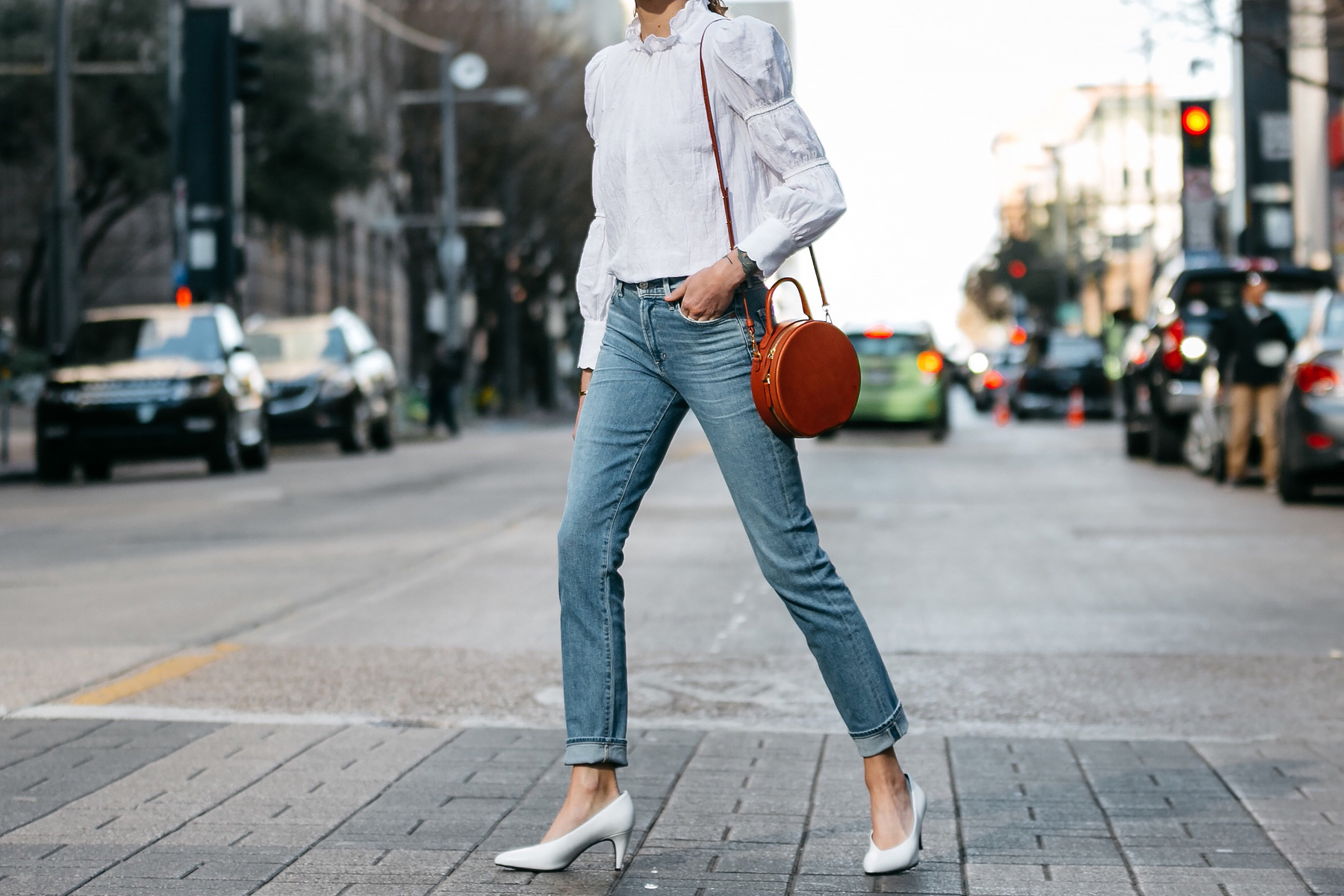 Woman Wearing Rebecca Taylor White Ruffle Top Relaxed Denim Jeans Mansur Gavriel Circle Bag White Pumps Fashion Jackson Dallas Blogger Fashion Blogger Street Style