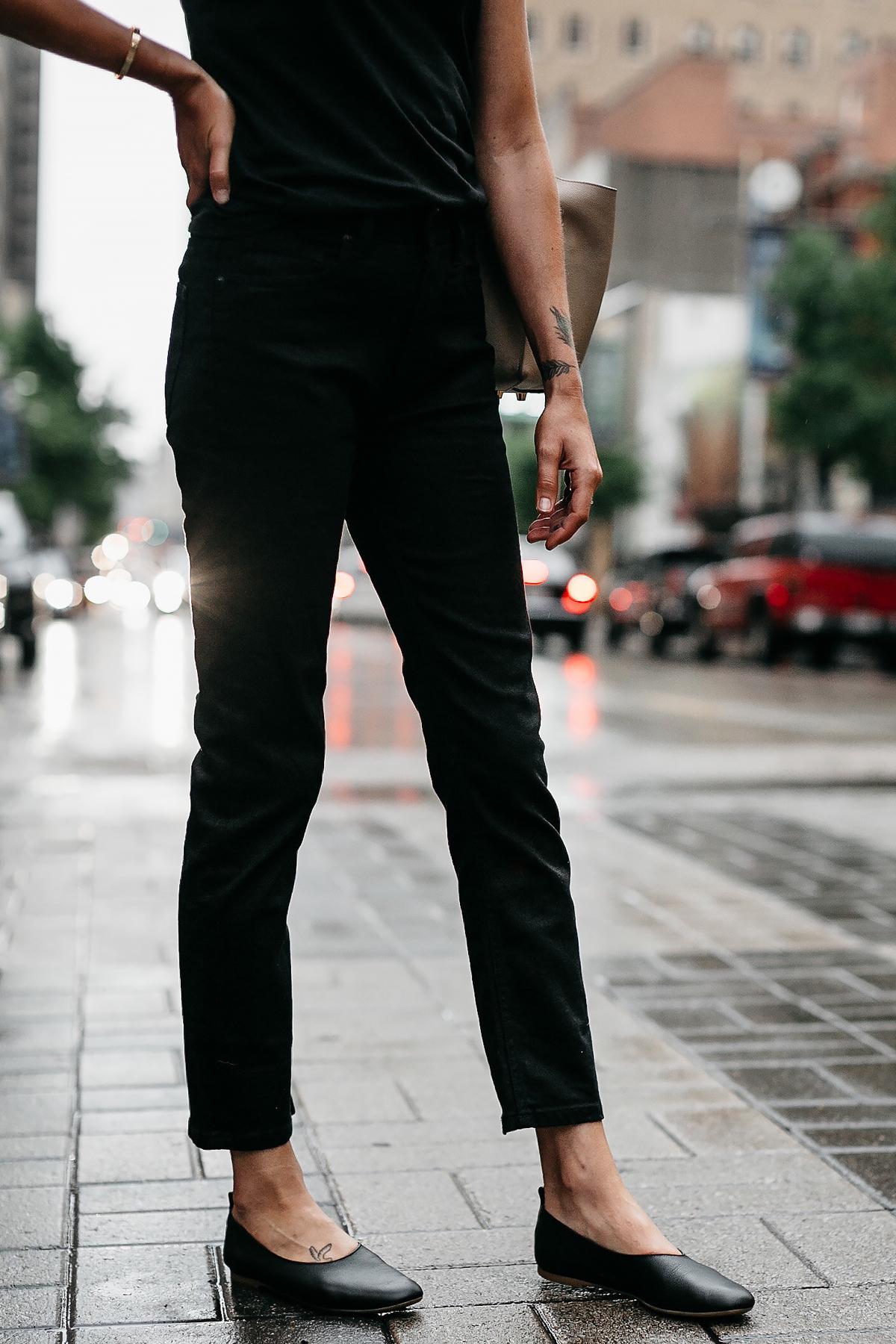 Woman Wearing Everlane Black Boyfriend Jeans Everlane Black Day Glove Flats Fashion Jackson Dallas Blogger Fashion Blogger Street Style