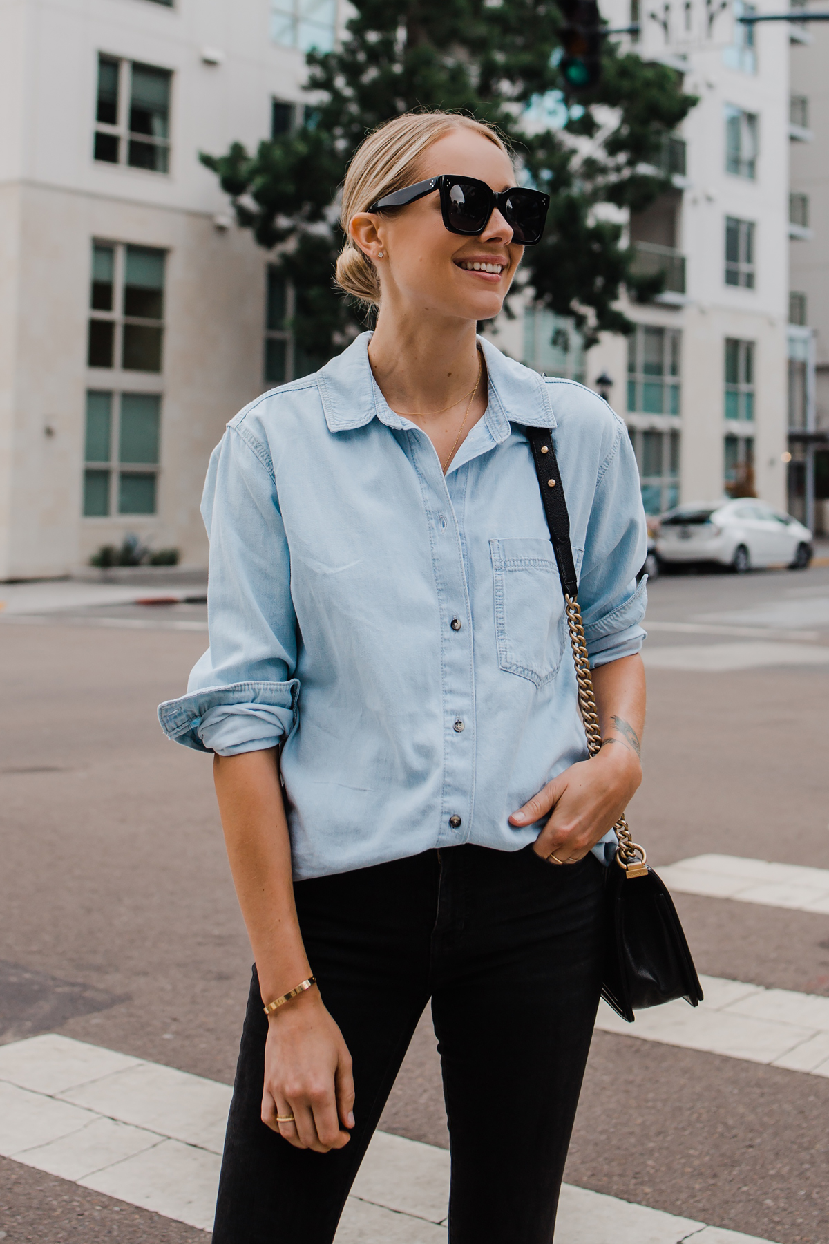 Blonde Woman Wearing Topshop Oversized Denim Shirt Topshop Black Skinny Jeans Fashion Jackson San Diego Blogger Fashion Blogger Street Style