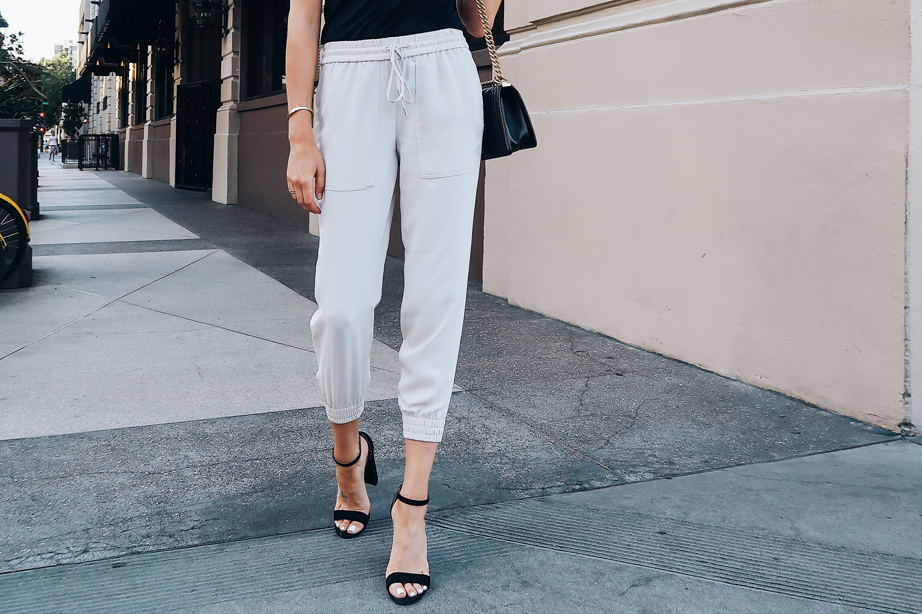 Woman Wearing Ann Taylor Ivory Jogger Pants Black Ankle Strap Heeled Sandals Fashion Jackson San Diego Blogger Fashion Blogger Street Style