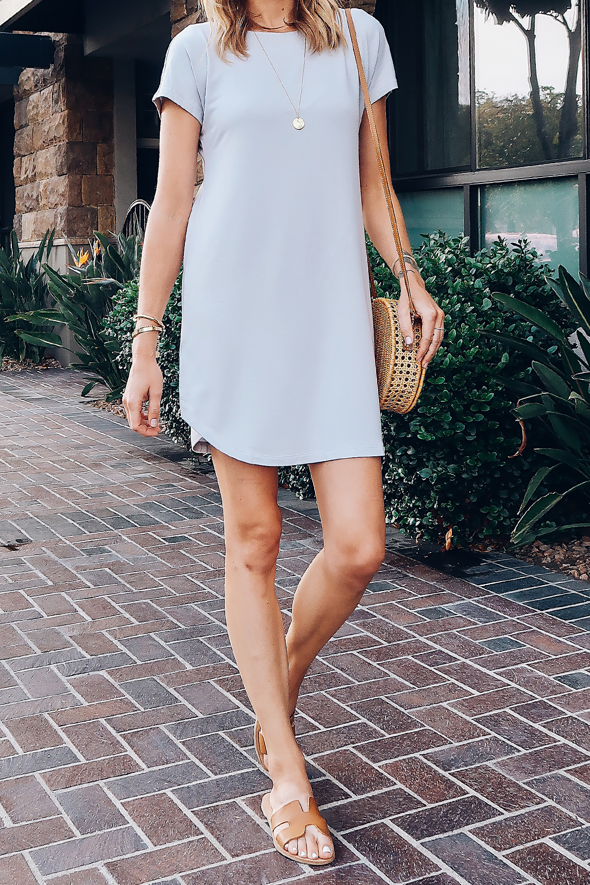 Woman Wearing Lou & Grey Tshirt Dress Circle Basket Handbag Fashion Jackson San Diego Blogger Fashion Blogger Street Style