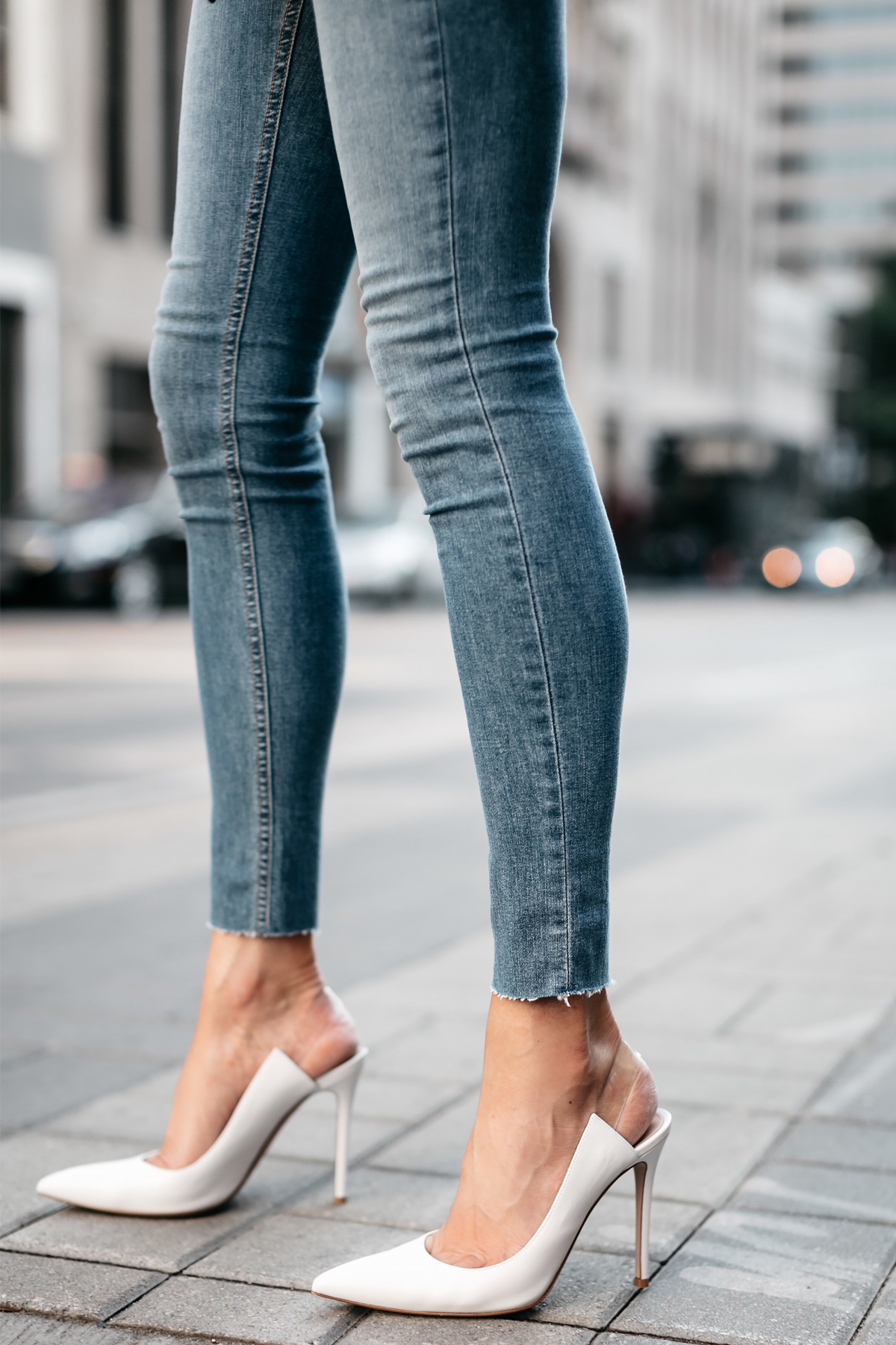 Woman Wearing rag and bone Denim Skinny Jeans Gianvito Rossi White Slingback Pumps Fashion Jackson Dallas Blogger Fashion Blogger Street Style