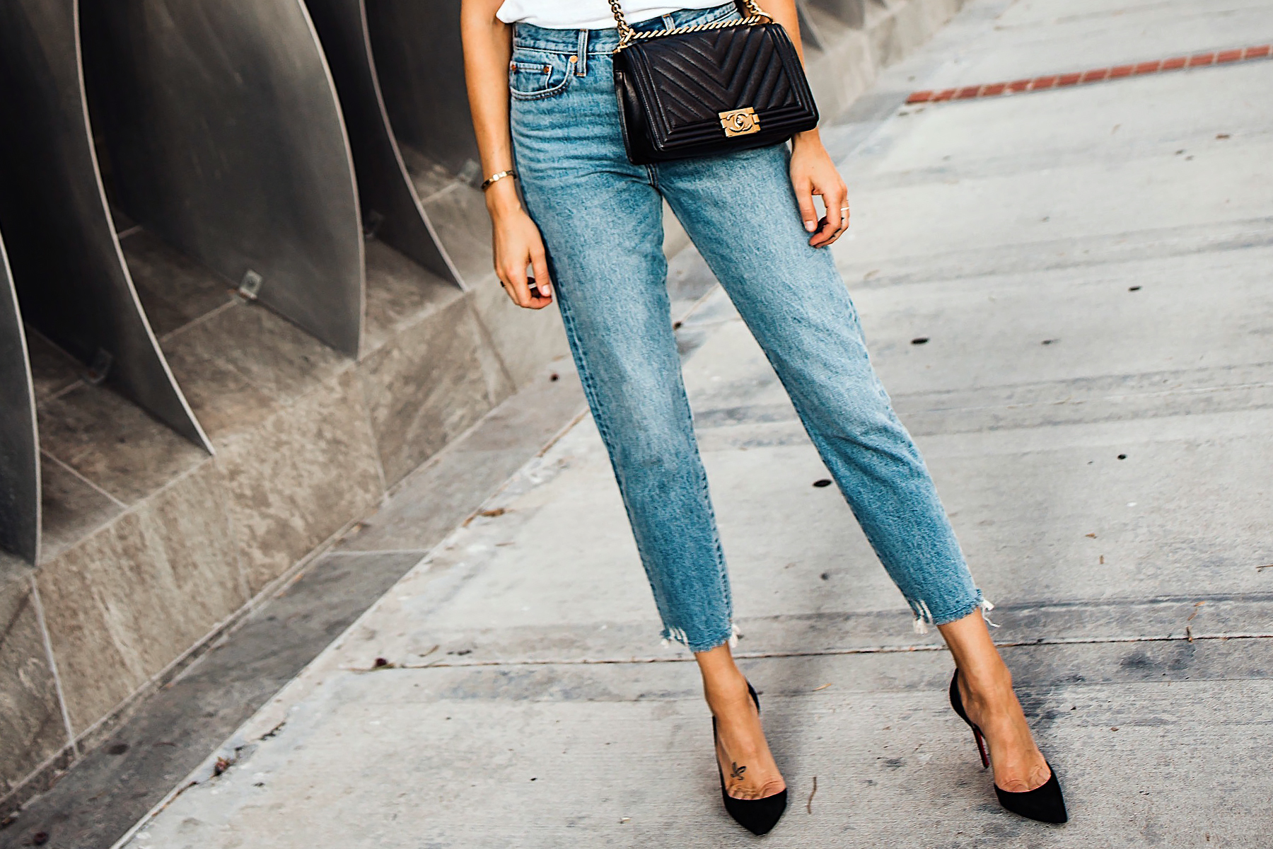 Woman Wearing Levis Wedgie Jeans Christian Louboutin Black Pumps Fashion Jackson San Diego Fashion Blogger Street Style