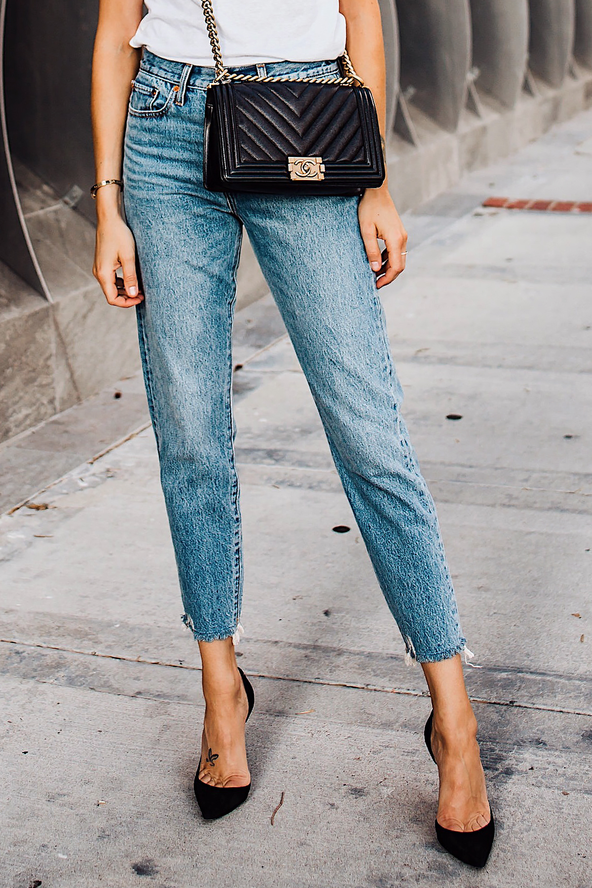 Woman Wearing Fashion Jackson Levis Wedgie Jeans Christian Louboutin Black Pumps Fashion Jackson San Diego Fashion Blogger Street Style