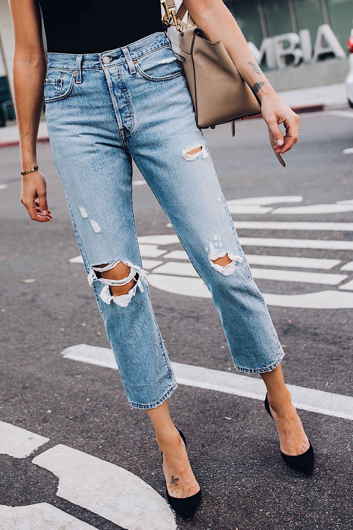 Woman Wearing Fashion Jackson Levis Wedgie Straight Leg Ripped Jeans Black Pumps Fashion Jackson San Diego Fashion Blogger Street Style