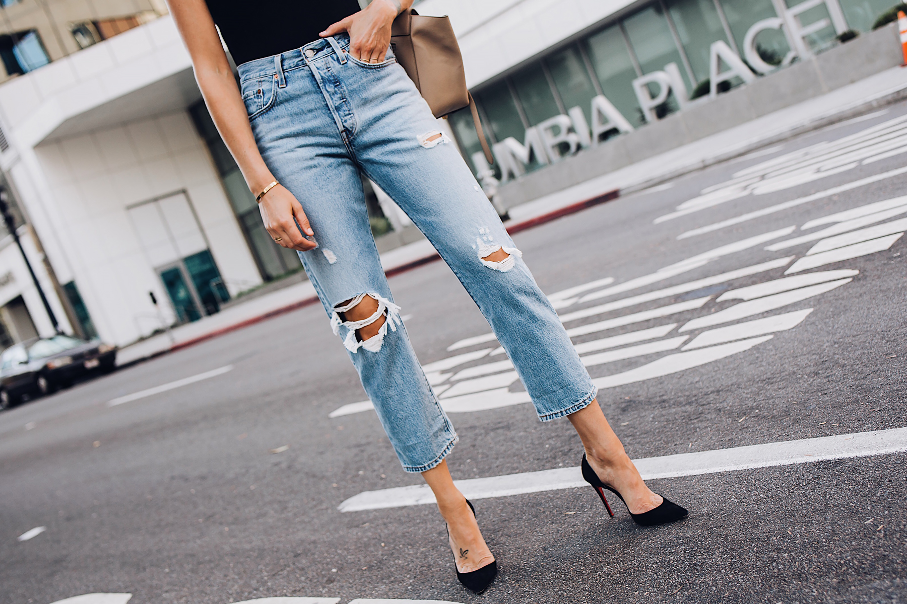 Woman Wearing Levis Wedgie Straight Leg Ripped Jeans Black Pumps Fashion Jackson San Diego Fashion Blogger Street Style