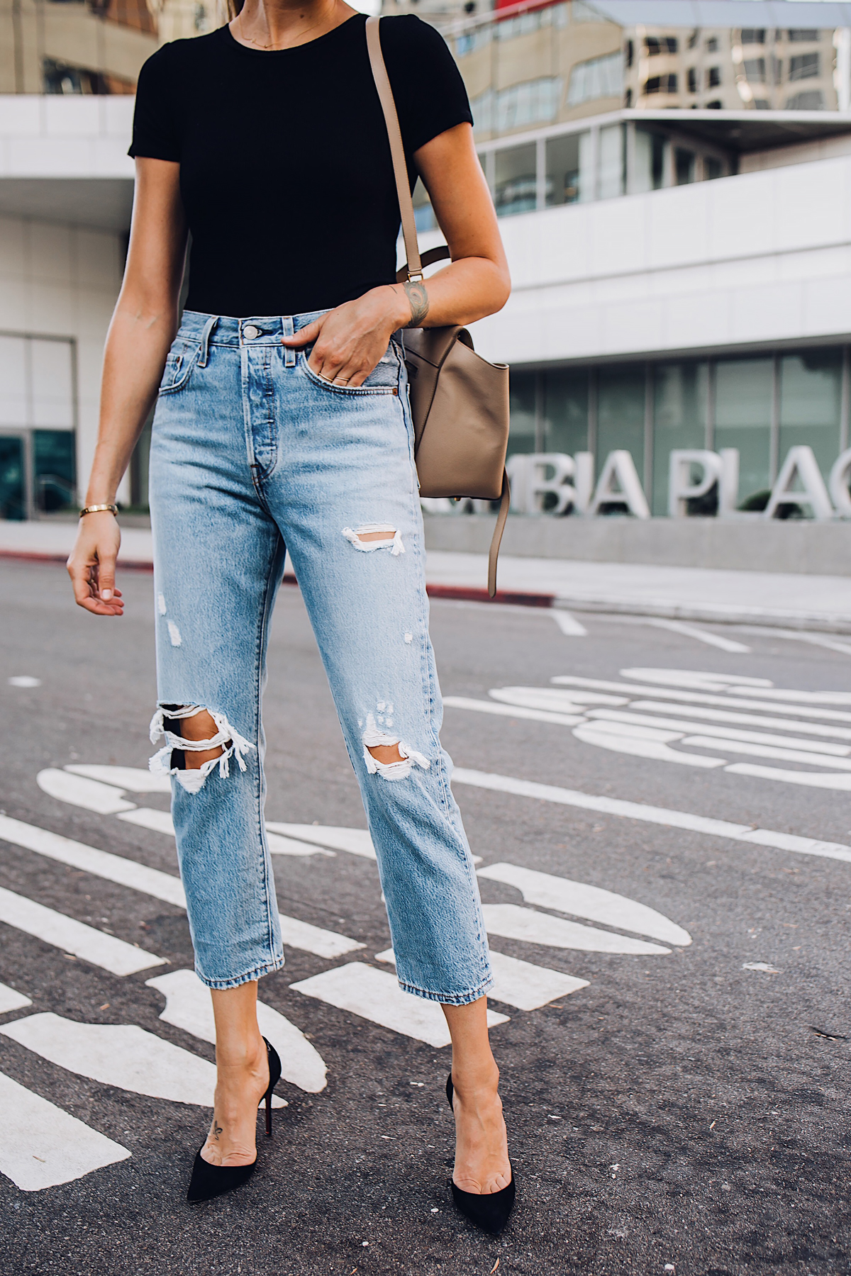Woman Wearing Short Sleeve Black Bodysuit Levis Wedgie Straight Leg Ripped Jeans Black Pumps Fashion Jackson San Diego Blogger Fashion Blogger Street Style