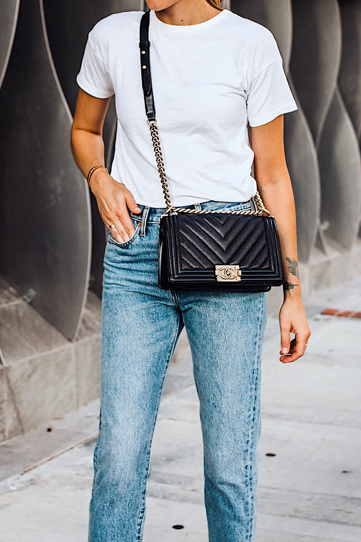 Woman Wearing Fashion Jackson White Tshirt Levis Wedgie Jeans Chanel Black Boy Bag Fashion Jackson San Diego Fashion Blogger Street Style