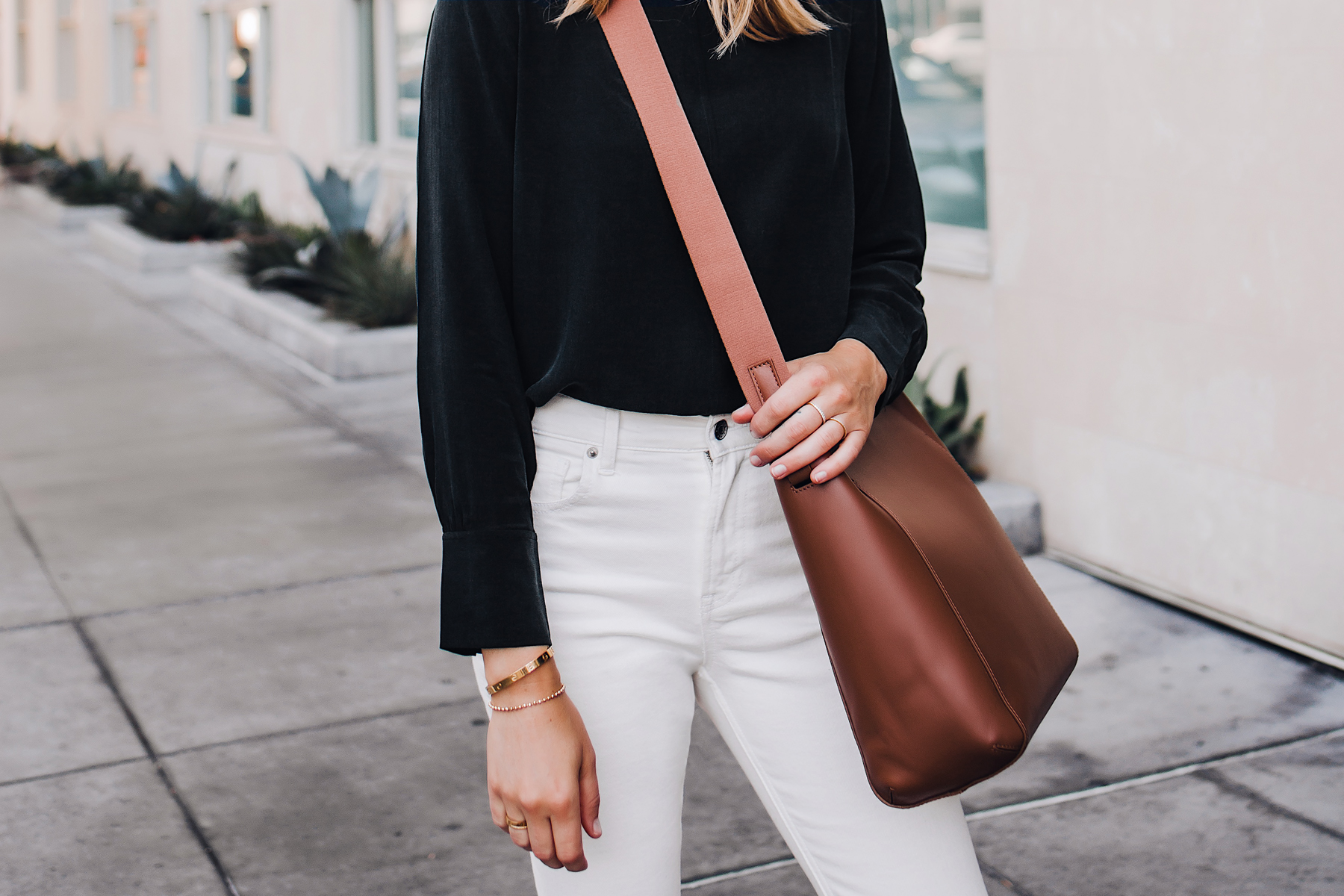 Woman Wearing Everlane Form Bag Brown Messenger Handbag Everlane Black Silk Long Sleeve Top Everlane White Jeans Fashion Jackson San Diego Fashion Blogger Street Style
