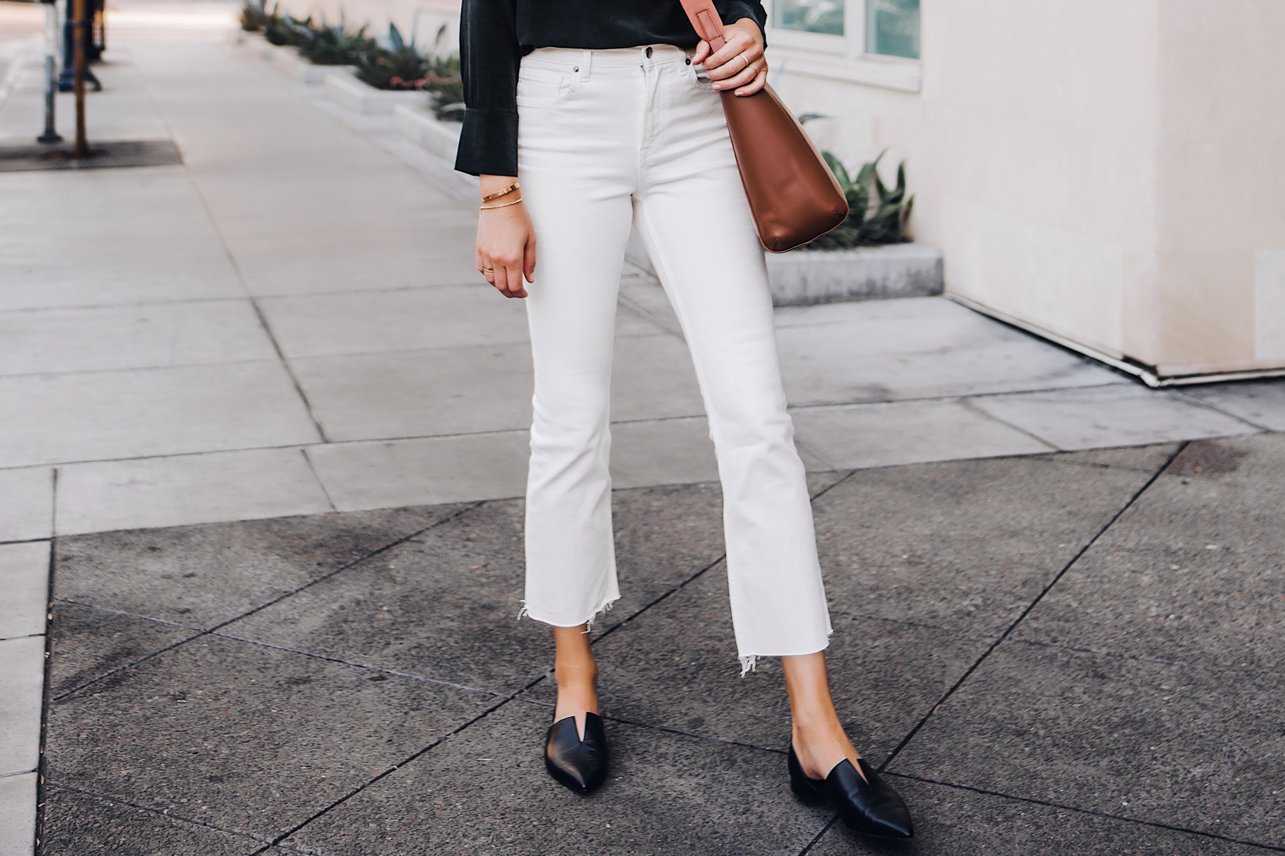 Woman Wearing Everlane White Crop Jeans Brown Messenger Handbag Black Vince Flats Fashion Jackson San Diego Fashion Blogger Street Style
