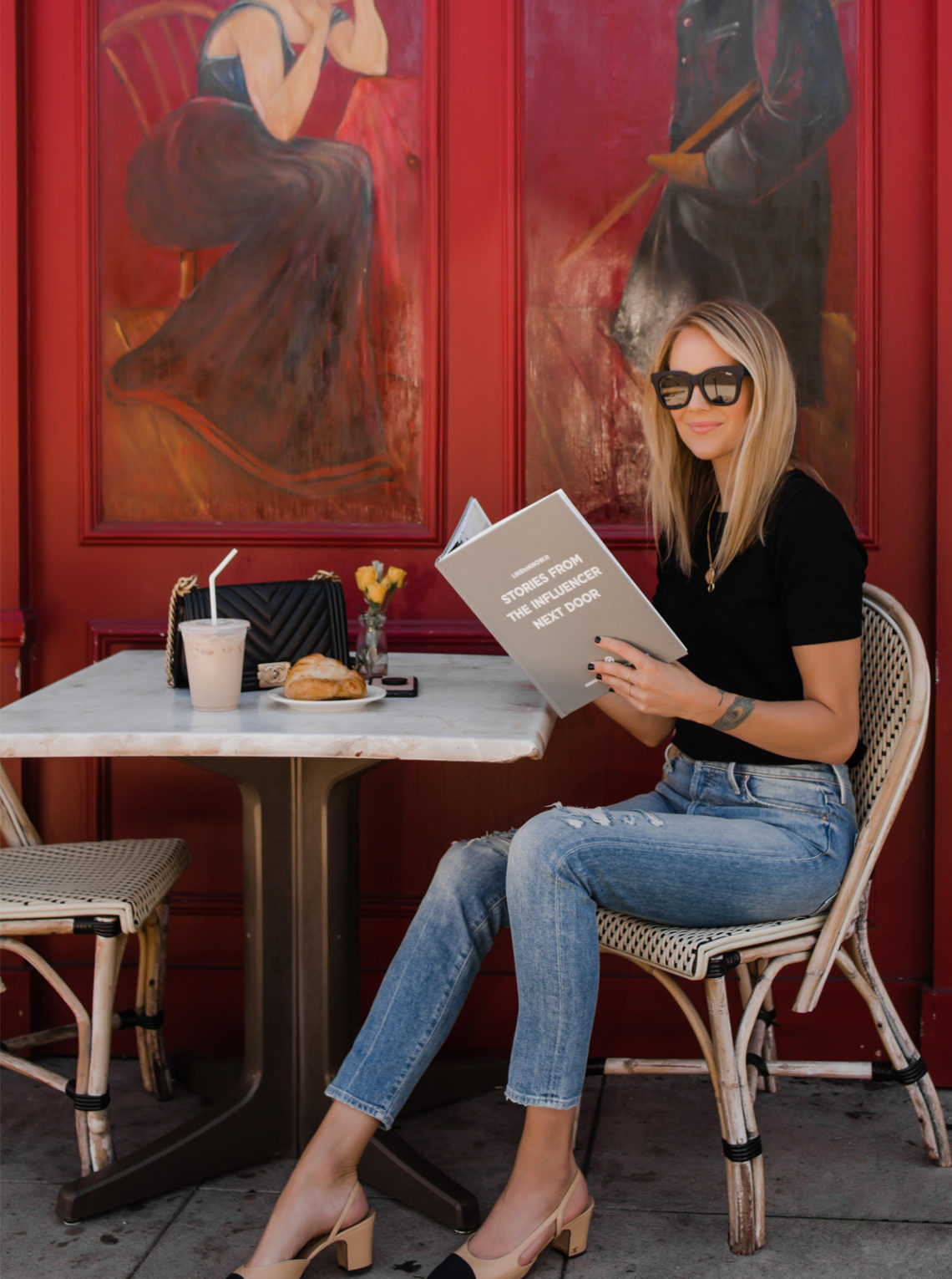 Blonde Woman Reading Liketoknowit Book Coffee Shop Fashion Jackson San Diego Fashion Blogger