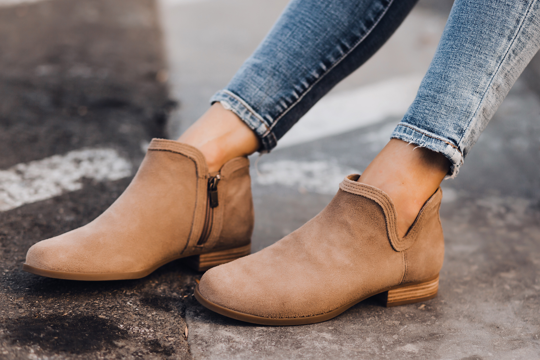 Woman Wearing Uggs Koolaburra Cheyanne Tan Booties Fashion Jackson San Diego Fashion Blogger Street Style
