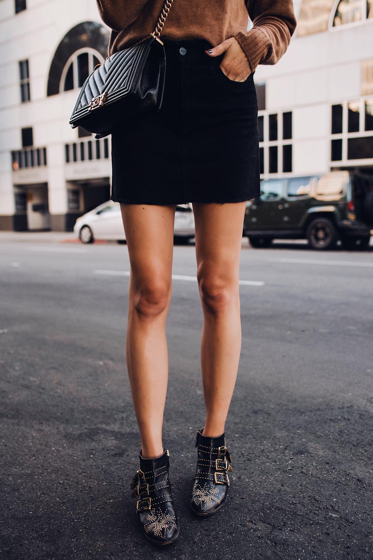 Woman Wearing Black Skirt Chloe Susanna Black Booties Chanel Black Boy Bag Fashion Jackson San Diego Fashion Blogger Street Style