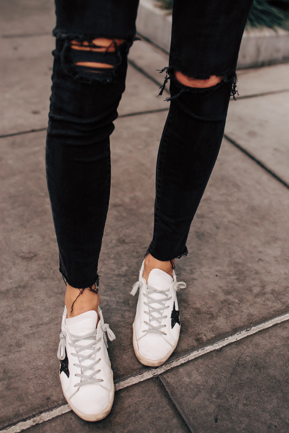 Woman Wearing Madewell Black Ripped Skinny Jeans Golden Goose Deluxe Brand Sneakers Fashion Jackson San Diego Fashion Blogger Street Style