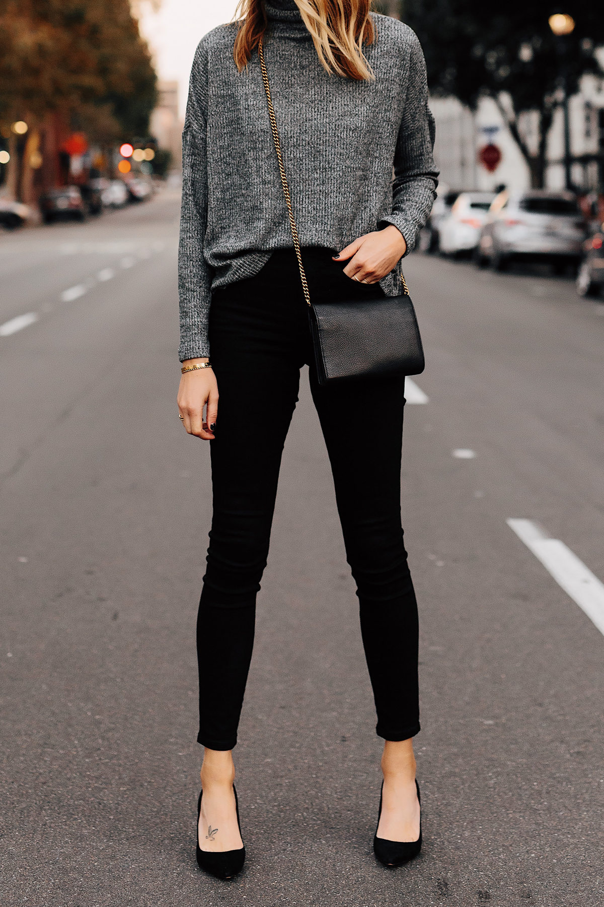 Woman Wearing Grey Turtleneck Top Black Skinny Jeans Black Pumps Outfit Fashion Jackson San Diego Fashion Blogger Street Style