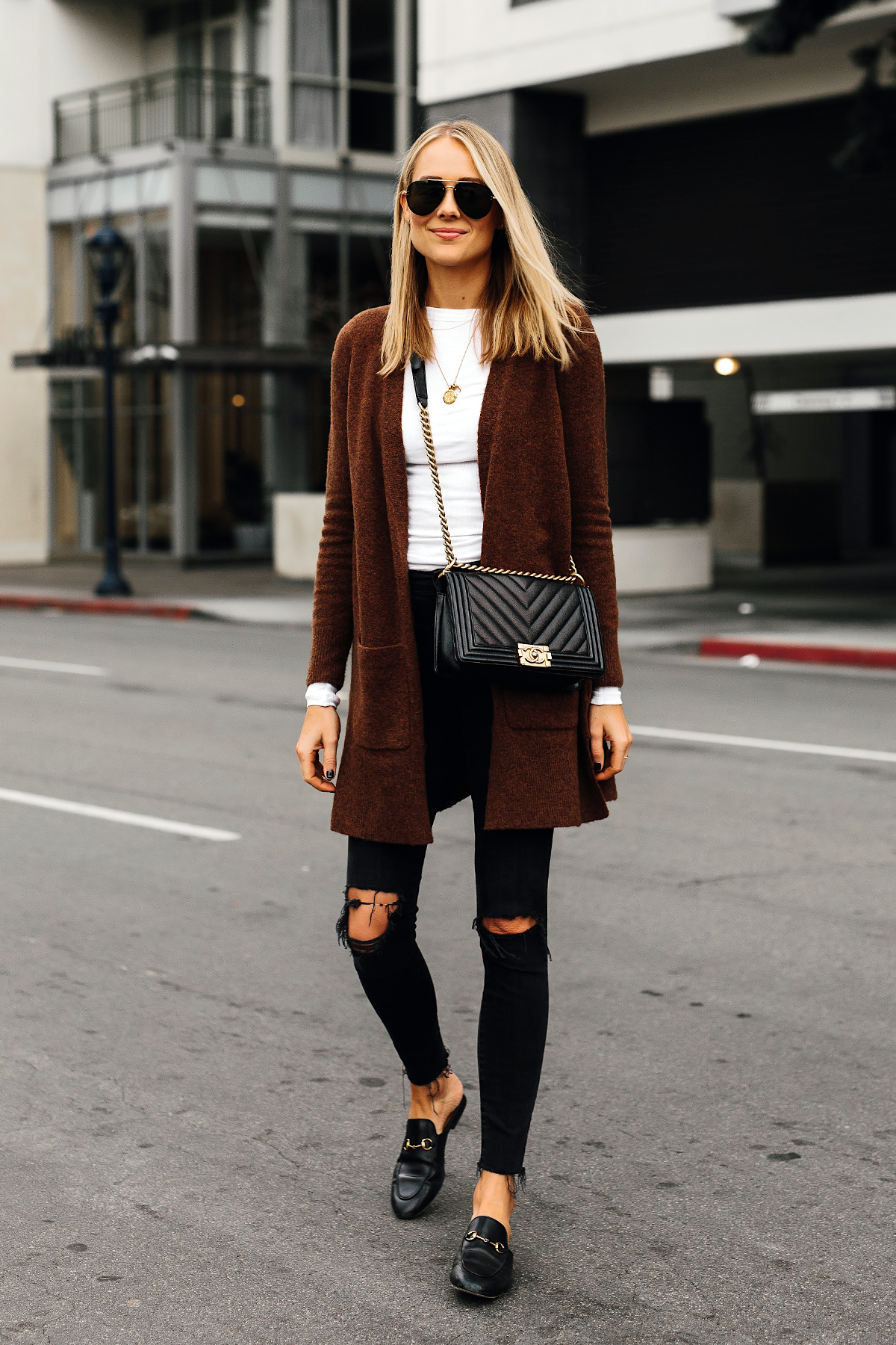 a5d32941b079 Blonde Woman Wearing Madewell Brown Long Cardigan White Top Madewell Black  Ripped Skinny Jeans Gucci Black