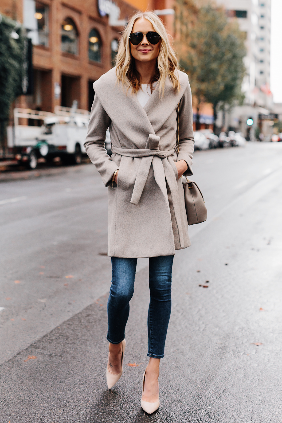 Blonde Woman Wearing Ann Taylor Beige Wrap Coat Denim Skinny Jeans Beige Pumps Outfit Fashion Jackson San Diego Fashion Blogger Street Style