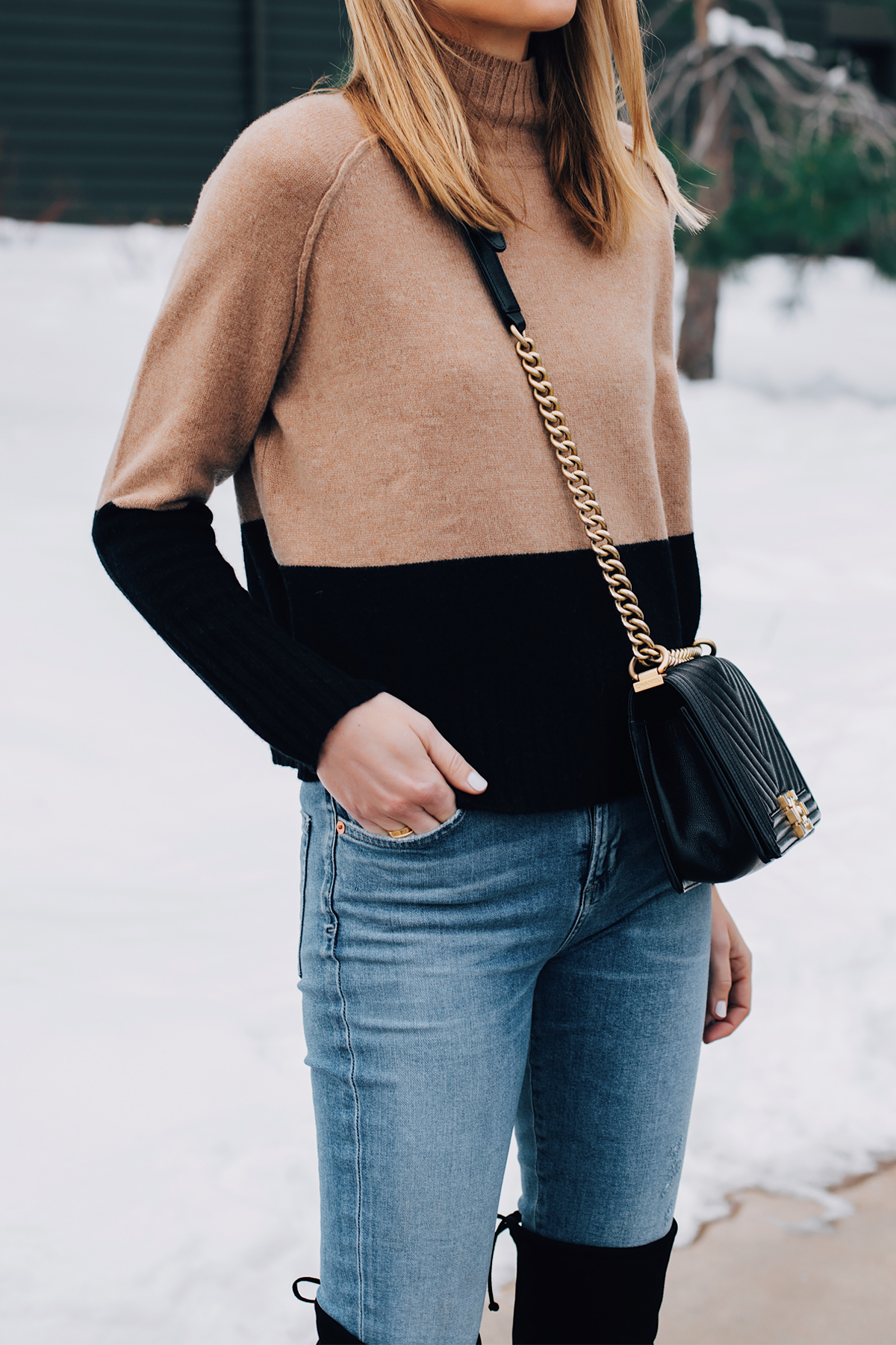 Blonde Woman Wearing Tan Black Color Block Sweater Denim Skinny Jeans Chanel Black Boy Handbag Fashion Jackson San Diego Fashion Blogger Winter Style