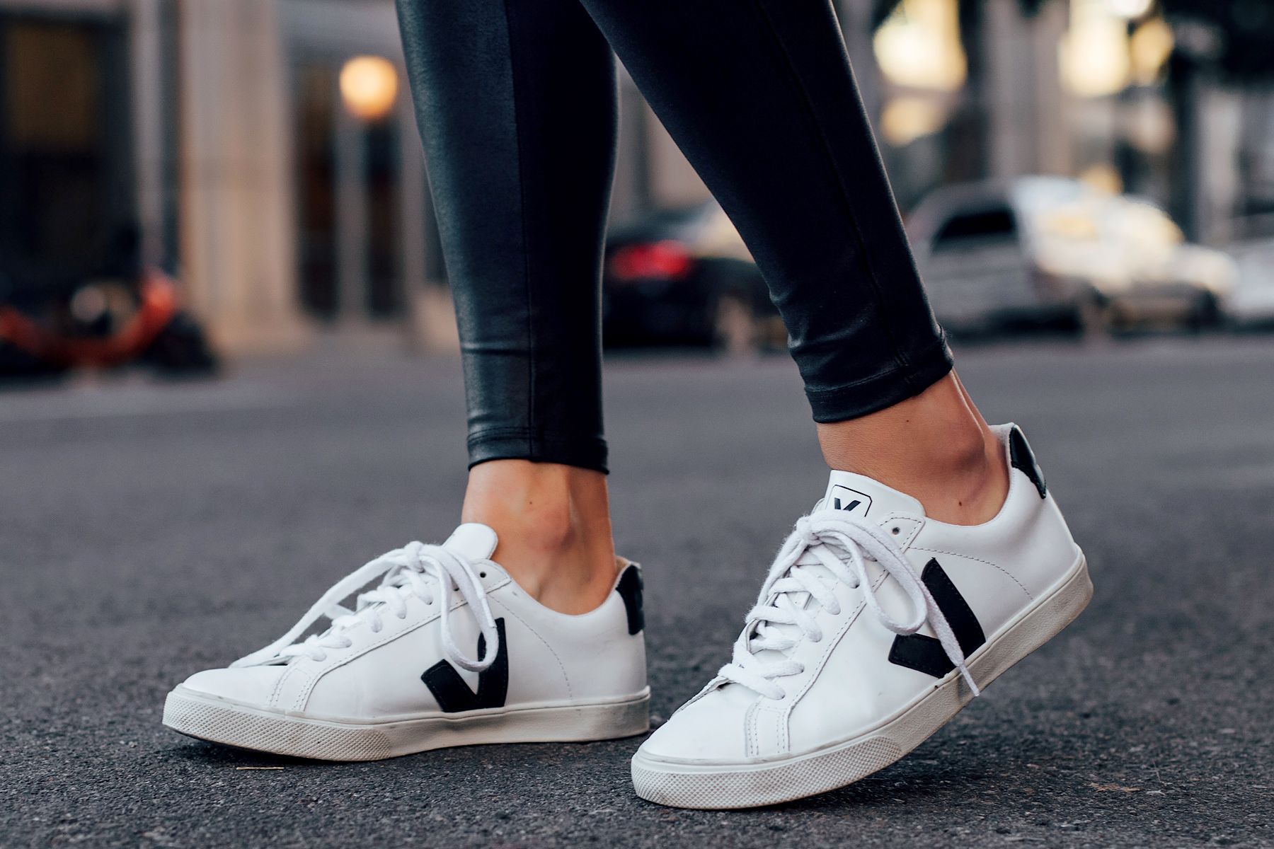 Woman Wearing Spanx Black Faux Leather Leggings Veja Espalar Sneakers White Fashion Jackson San Diego Fashion Blogger Street Style