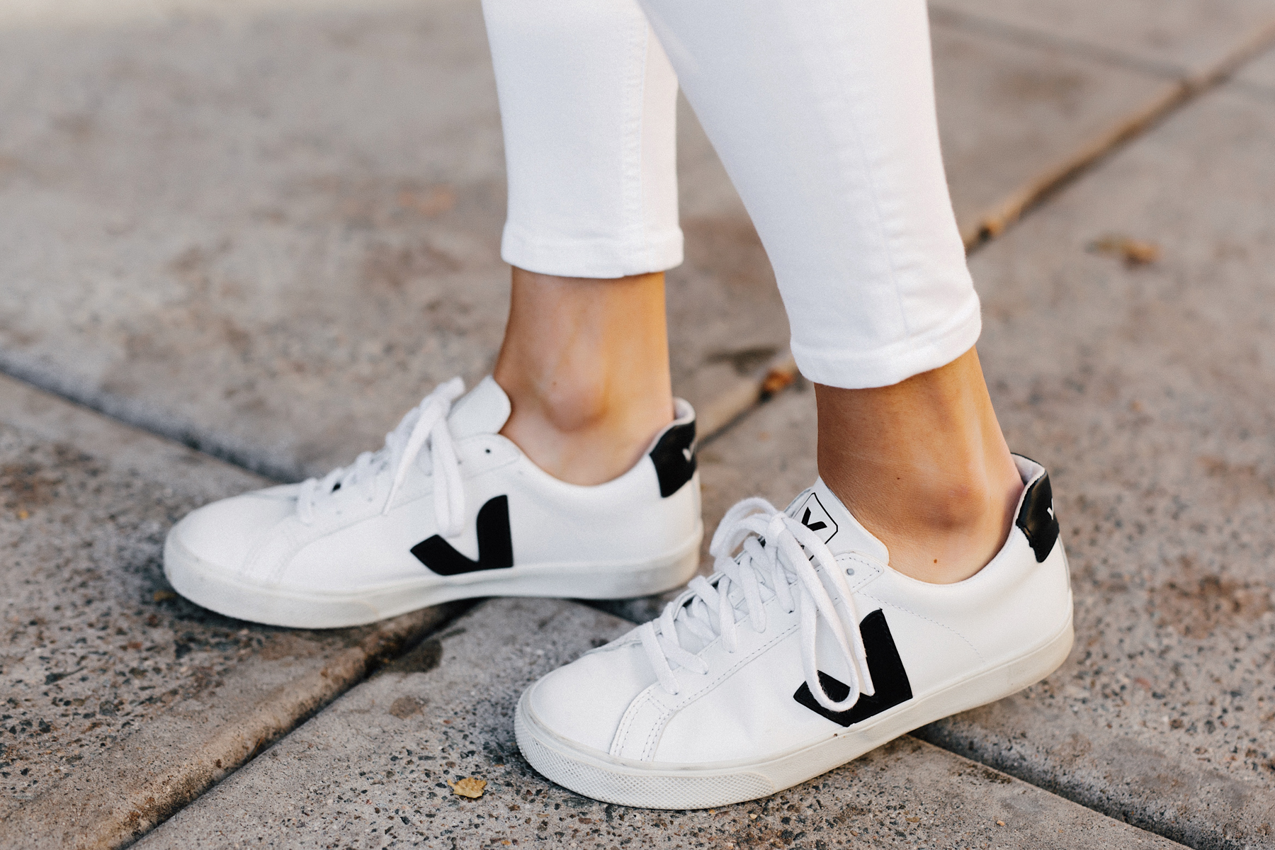 Woman Wearing Veja Esplar White Sneakers Fashion Jackson San Diego Fashion Blogger Street Style