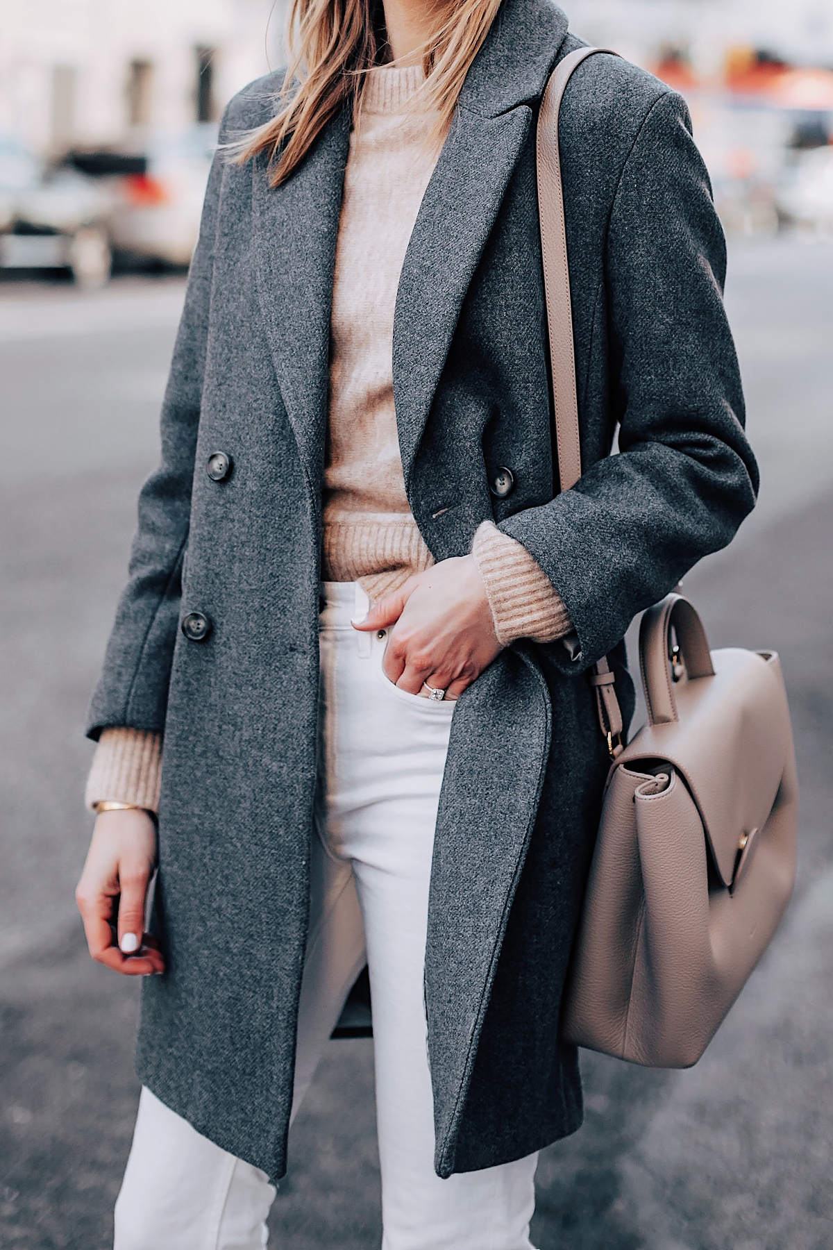 Blonde Woman Wearing HM Grey Wool Coat HM Camel Sweater White Jeans Polene Grey Handbag Fashion Jackson Fashion Blogger Street Style NYFW