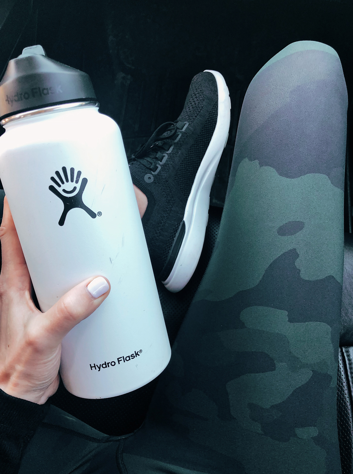 Fashion Jackson Wearing Alo Camo Leggings White Hydro Flask