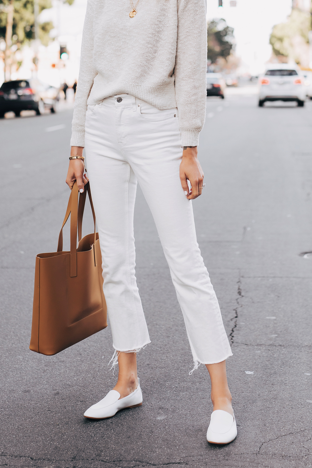 Woman Wearing Everlane Sand Cotton Linen Crew White Cropped Jeans White Day Loafer Tan Tote Fashion Jackson San Diego Fashion Blogger Street Style