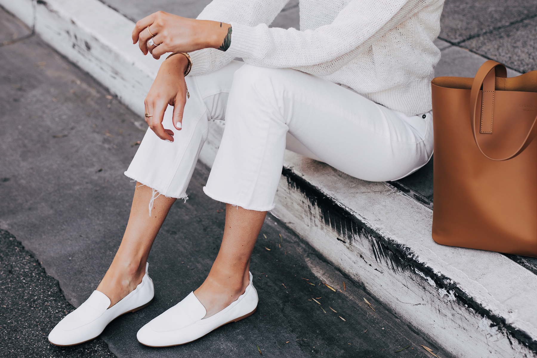 Woman Wearing Everlane White Day Loafer Everlane White Kick Crop Jeans Beige Sweater Tan Tote Fashion Jackson San Diego Fashion Blogger Street Style