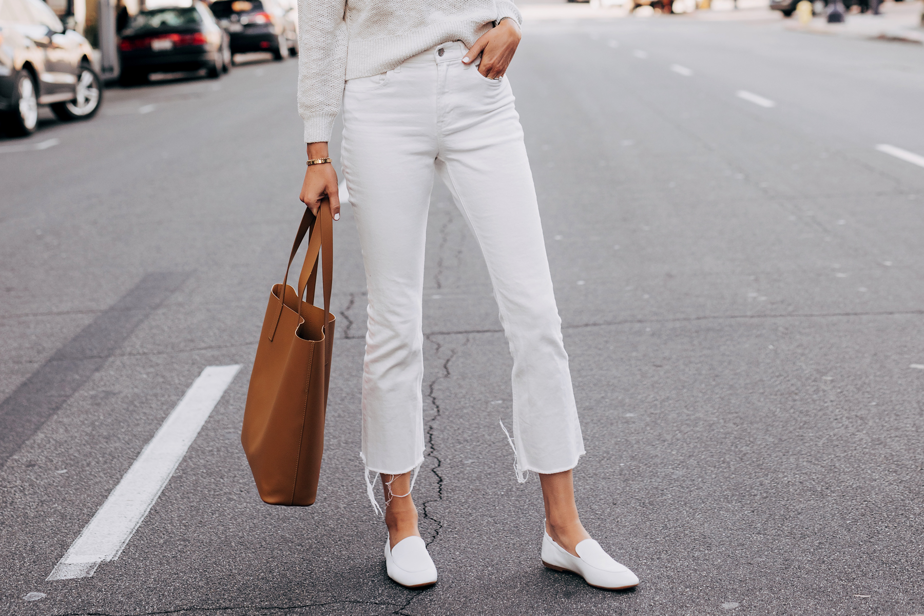 Woman Wearing Everlane White Kick Crop Jeans Everlane White Day Loafer Tan Tote Fashion Jackson San Diego Fashion Blogger Street Style