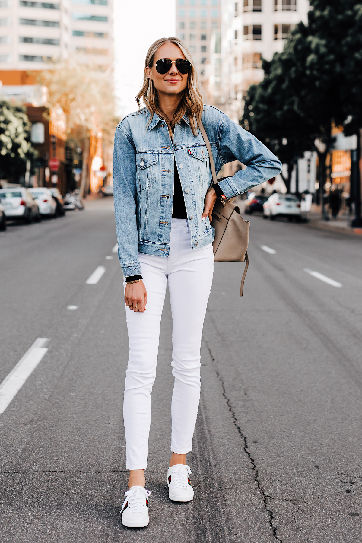 Blonde Woman Wearing Joes Jeans White Skinny Jeans Levis Denim Jacket Gucci Ace Embroidered Sneakers Fashion Jackson San Diego Fashion Blogger Street Style
