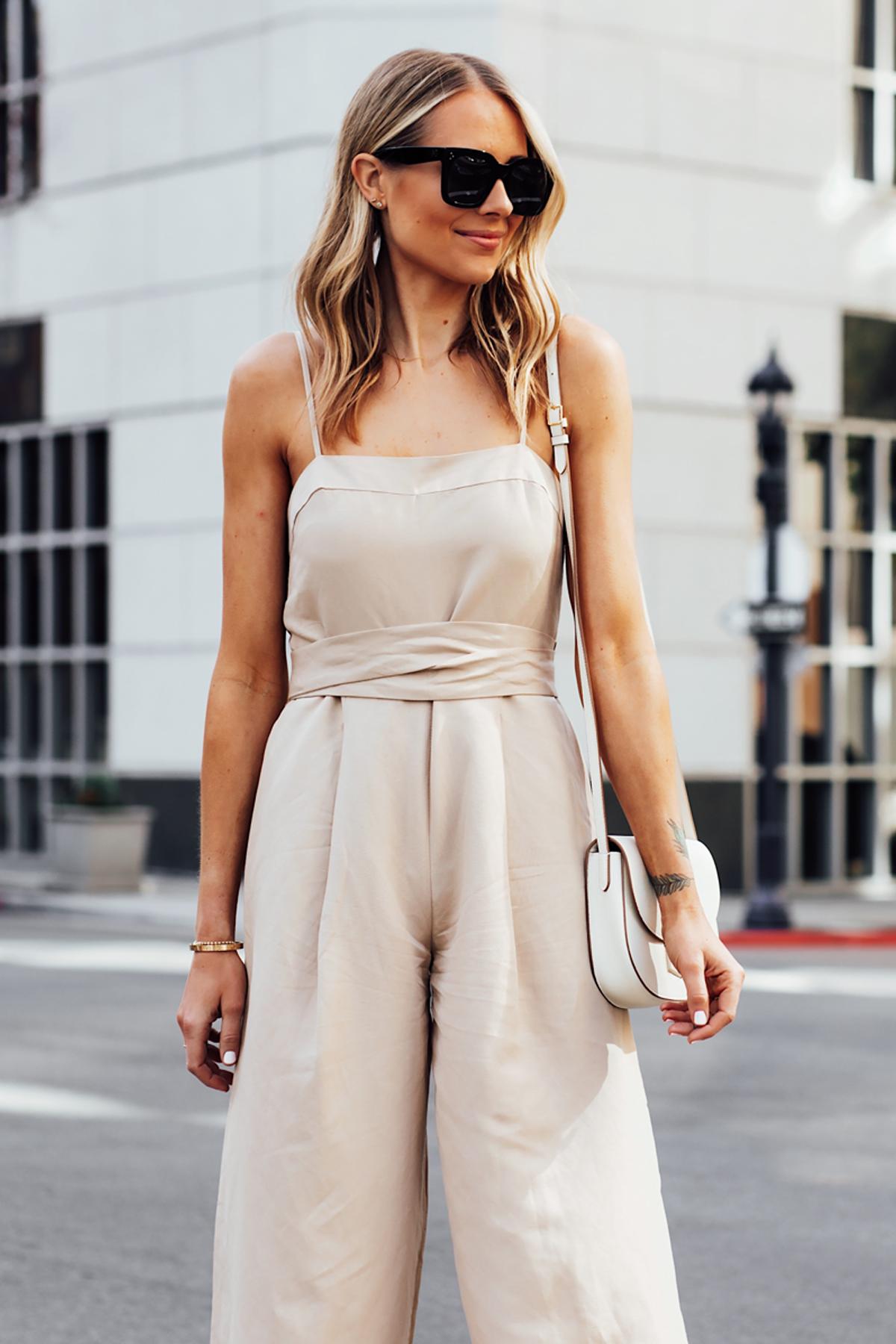 Blonde Woman Wearing Banana Republic Beige Linen Jumpsuit White Handbag Fashion Jackson San Diego Fashion Blogger Street Style
