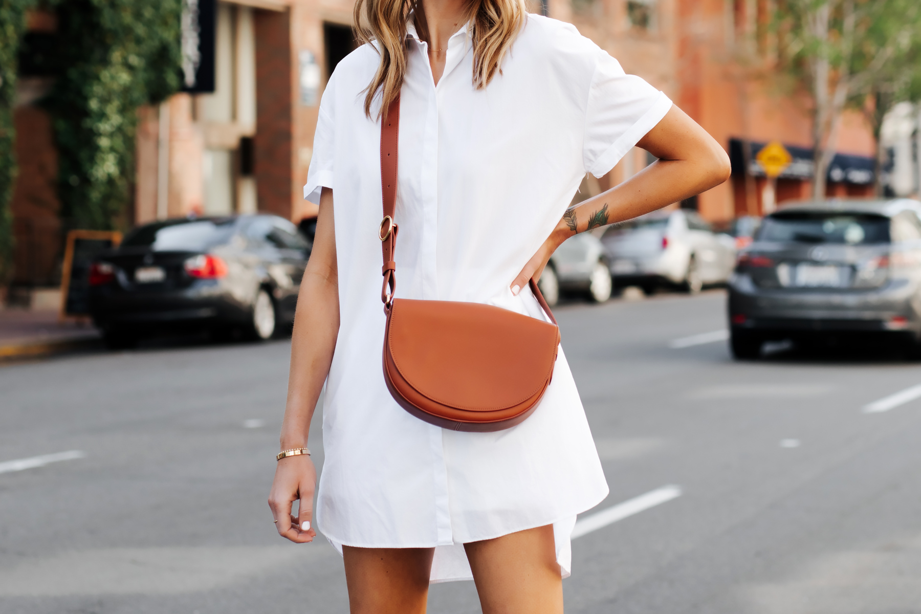 Blonde Woman Wearing White Shirtdress Cuyana Half Moon Bag Caramel Fashion Jackson San Diego Fashion Blogger Street Style