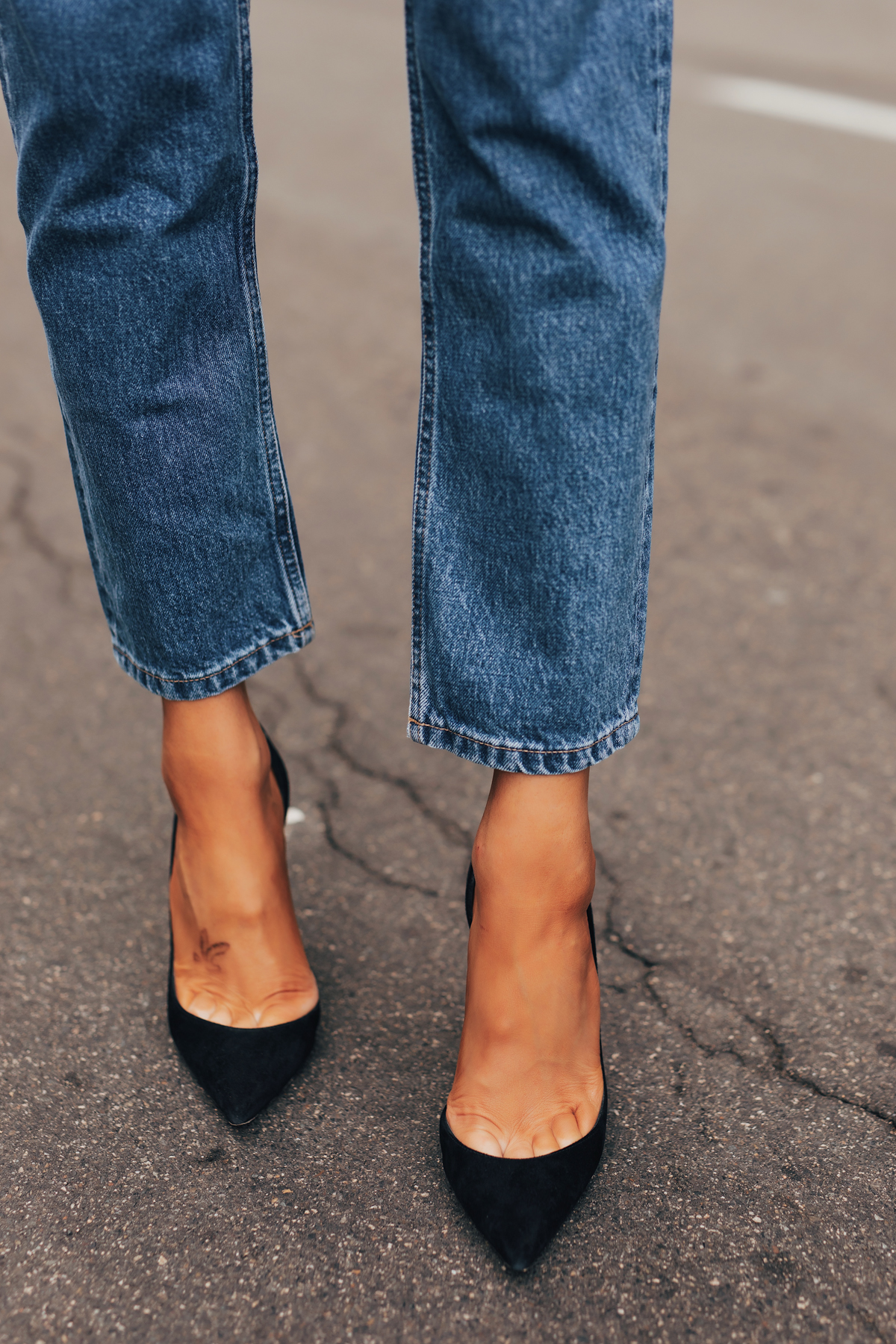 Fashion Jackson Wearing Everlane Relaxed Jeans Black Pumps