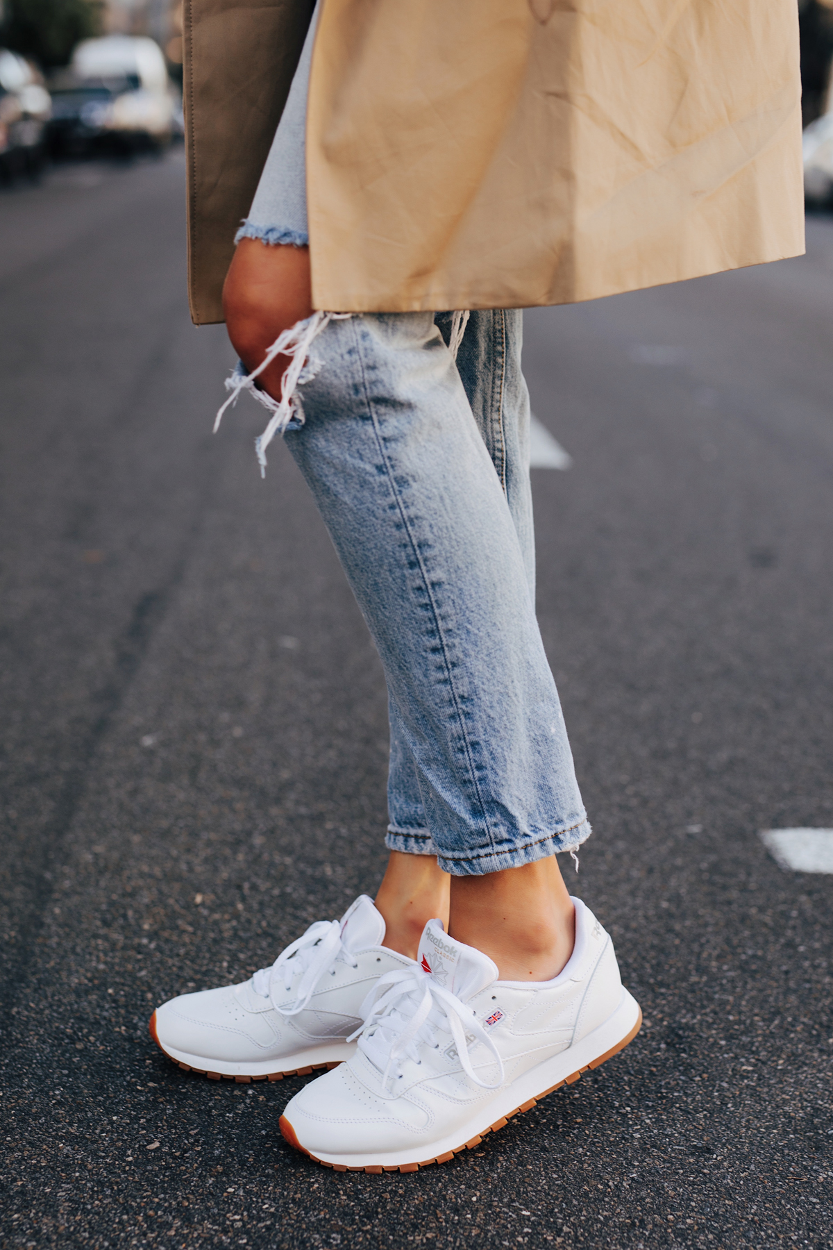 Fashion Jackson Wearing Ripped Jeans Reebok Classic Leather White Sneakers 3