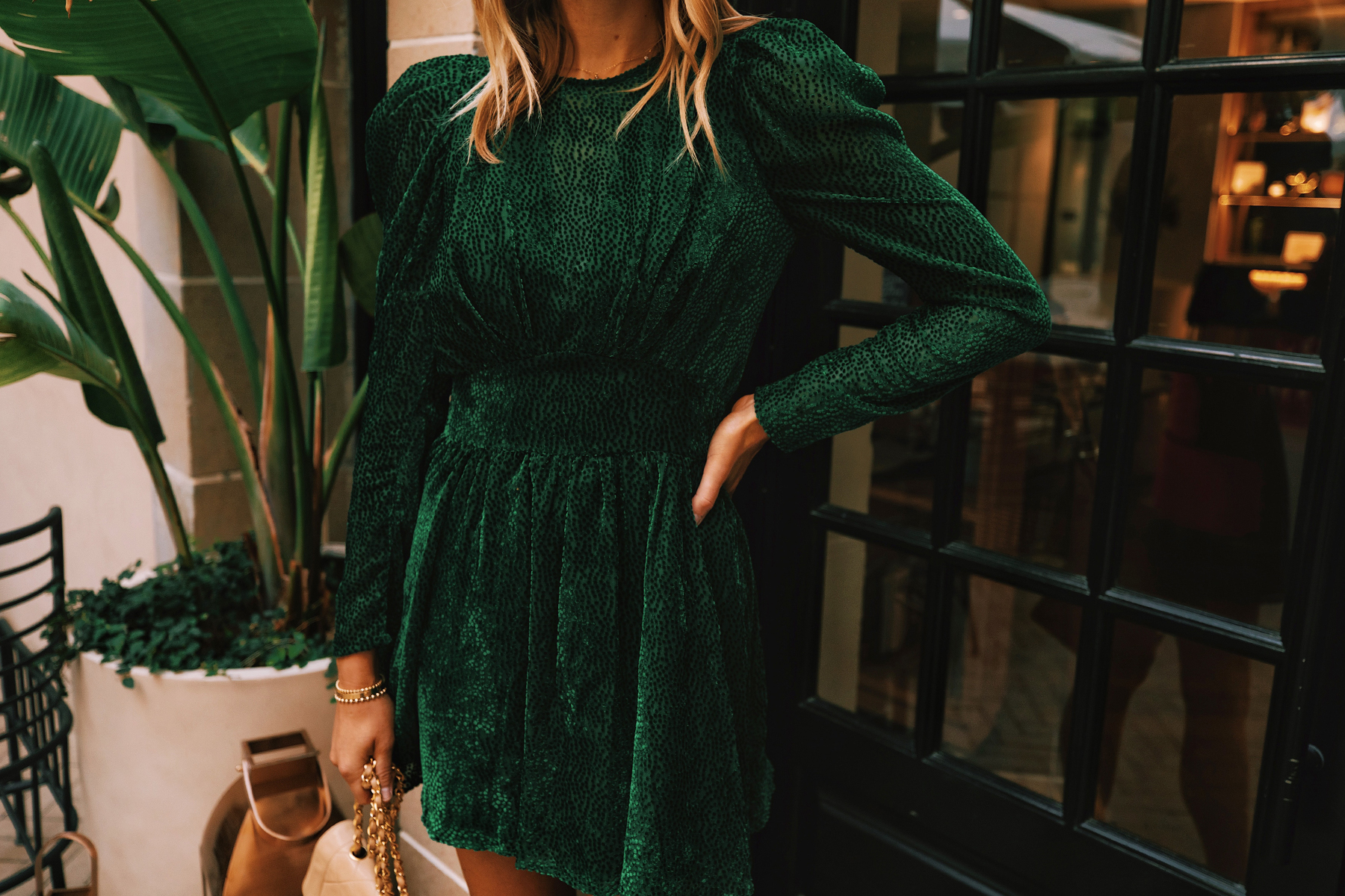 A Green Velvet Holiday Dress For When You Re Wanting To Look Extra Festive Fashion Jackson