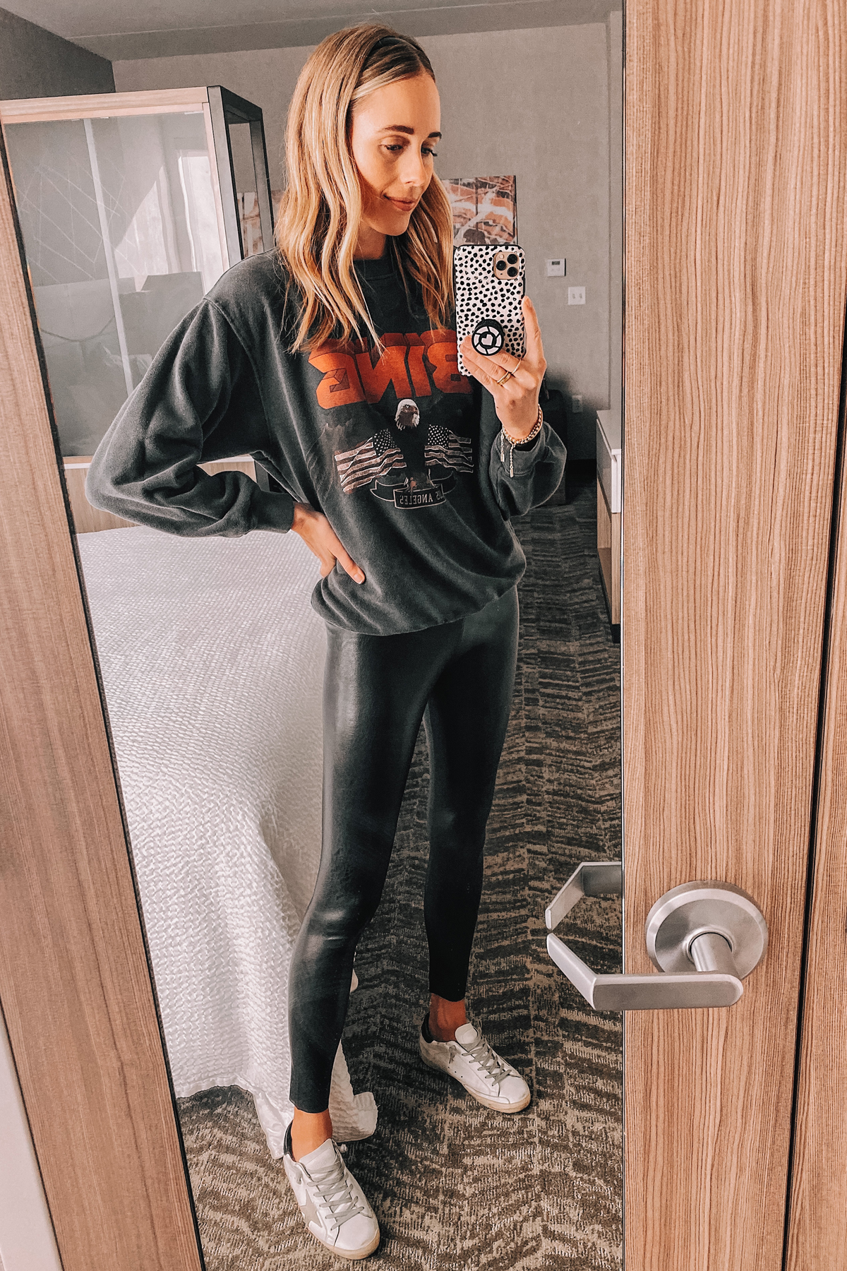 Fashion Jackson Commando Faux Leather Leggings Anine Bing Graphic Sweatshirt Golden Goose Sneakers
