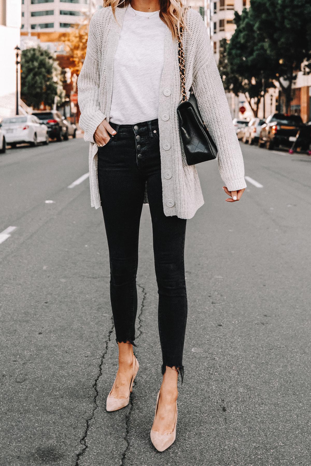 Fashion Jackson Wearing Oversized Cardigan White Tshirt Black Skinny Jeans Nude Pumps 1