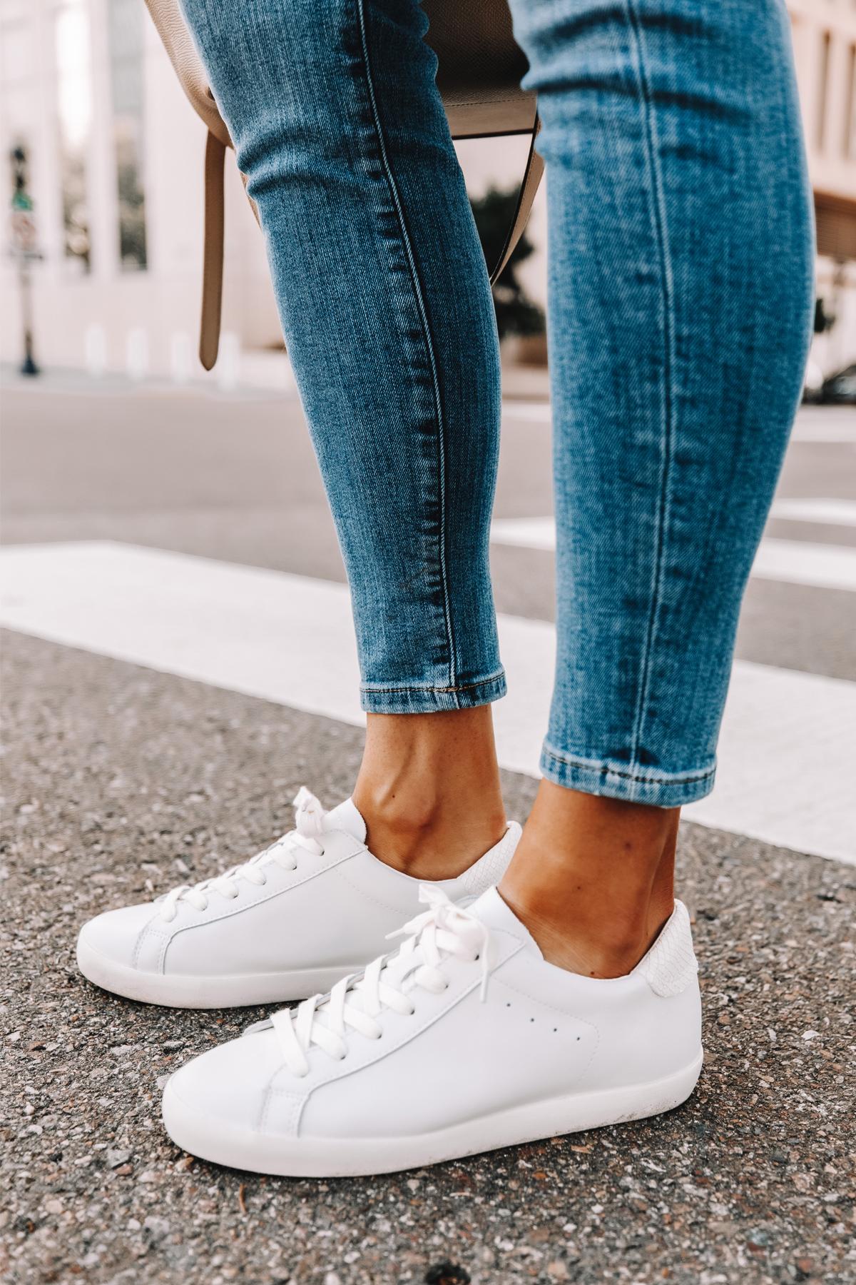 Fashion Jackson Wearing Banana Republic Skinny Jeans White Sneakers