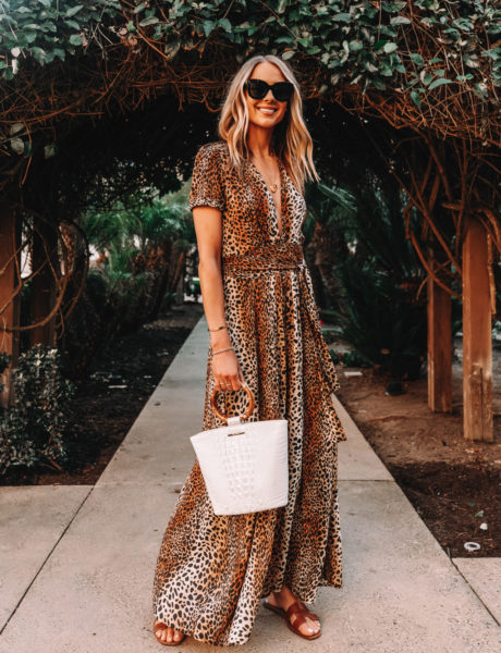 A Photo-Worthy Evening Dinner Outfit for Your Next Beach Vacation