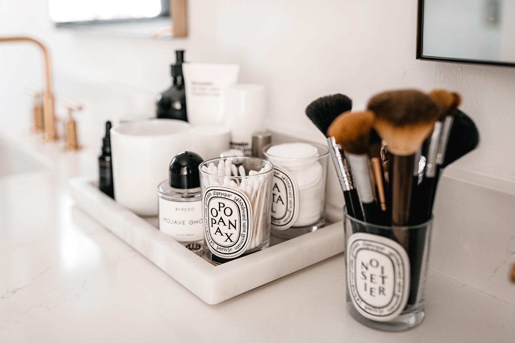 Fashion-Jackson-White-Quartz-Bathroom-Counters