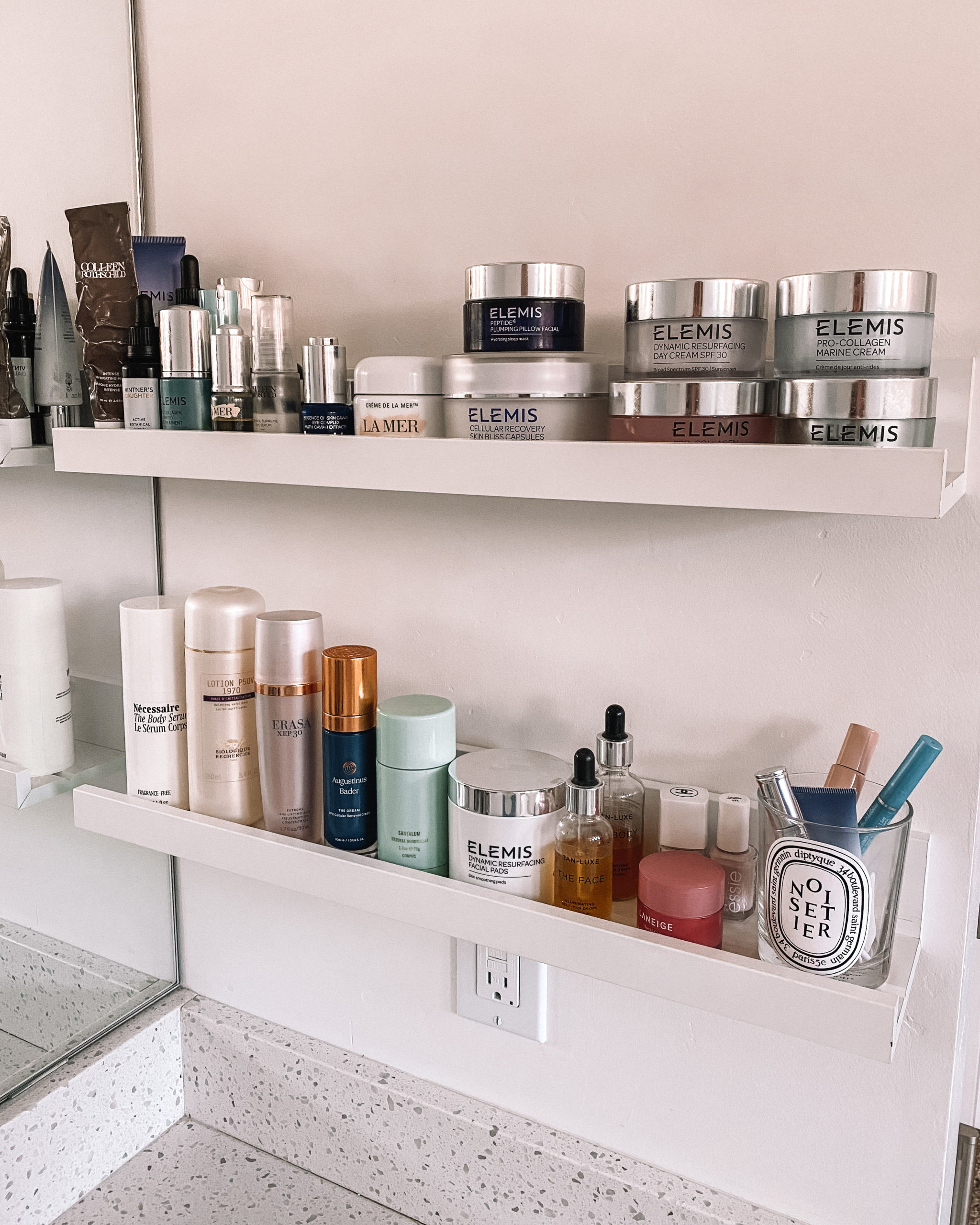 Fashion Jackson Bathroom Skincare Shelves