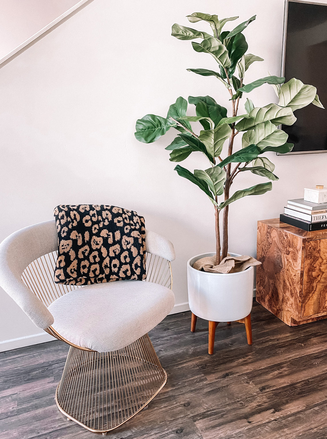 Fashion Jackson Living Room Decor Faux Fiddle Fig Tree Gold Platner Chair Leopard Blanket