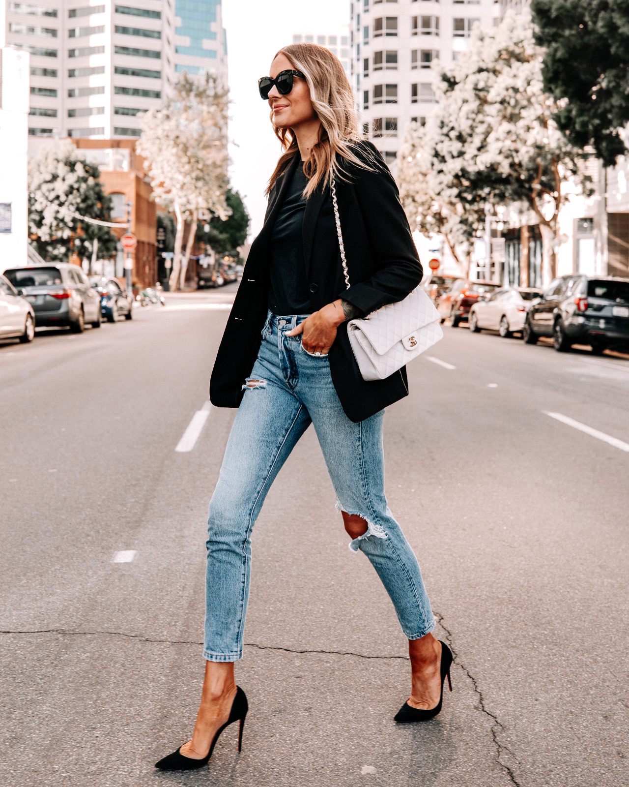 Fashion Jackson Wearing Everlane Black Blazer Black Tshirt Levis 501 Ripped Skinny Jeans Black Pumps Street Style
