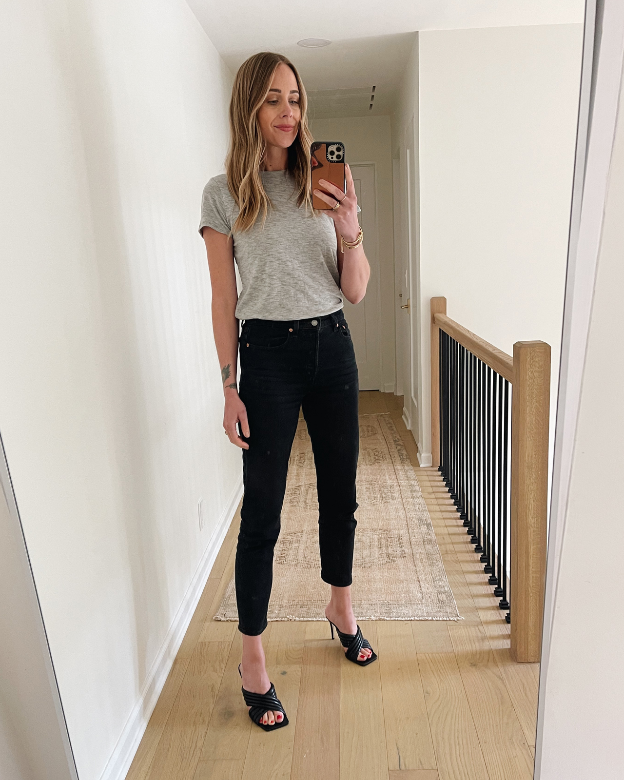 Fashion Jackson Wearing Levis Wedgie Icon Fit Jeans Review Black Grey Tshirt Black Heeled Sandals