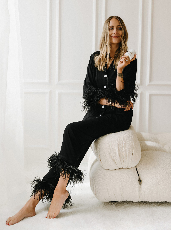Fashion Jackson Wearing Black Pajamas with Feather Trim